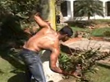 El jardinero tiene un polvazo... - Sexo En Público