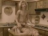 Padre e hijo follando en la cocina - Vintage
