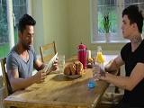 Papá y yo siempre desayunamos juntos - Incesto