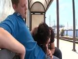 Se la come en la parada del tren - Sexo En Público