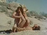 Dos cowboys follando en el desierto
