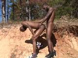 Africanos follando en el bosque - Negros