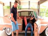 El mecánico me está calentando... - Maduros