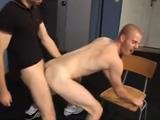 Dos chicos rapados follando duro - Amateur