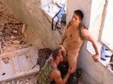 Soldados gays follando a escondidas - Cachas