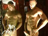 Boys masturbándose y corriéndose en el espejo - Tios Buenos