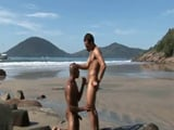 El negro gay no se trajo el bañador - Negros