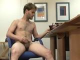 Examen corporal con eyaculación a un chico