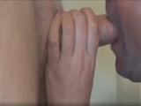 Mirad qué mamadón disfruta haciéndole a una mano - Mamadas