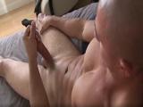 A Sergio le gusta que le miren mientras se masturba su pollón - Chicos Solos