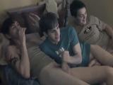 Yo, mi amigo y su hermano gay cabemos bien en la cama