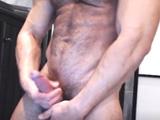 Cachas gay de pelo en pecho haciéndose un gran pajote - Cachas