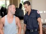 Su chico es bombero y es quien apaga su fuego cada día - Xvideos