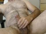 Un oso peludo muy cachondo delante de su webcam - Osos