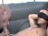 Chicos gays se ponen a follar en la furgoneta, que morbazo! - Amateur