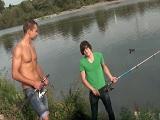 Estaban pescando, pero ellos prefieren follar por el culo - Afeminados