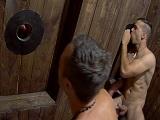 Jóvenes gays mamando pollas en un buen gloryhole - Xvideos