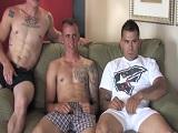 Trío porno entre unos militares muy bien dotados