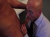 Las reuniones con mi jefe siempre acaban con sexo duro