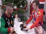 Primos cachondos celebrando la navidad y follando duro! - Incesto