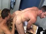 Chicos bien cachas pegando un polvo en los vestuarios - Cachas