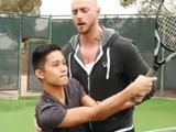 Mi profesor de tenis me pone la polla dura - Interracial