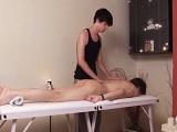 Viene a por un masaje y acaba con el culo todo reventado