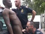 Los policías abusan de su autoridad con este negro.. - HD