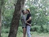 Día de campo de esta pareja, día para follar en el bosque