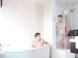 ¿Donde prefieres follar en la ducha o la bañera?