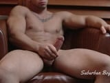 Joven musculado se la casca por webcam - Chicos Solos